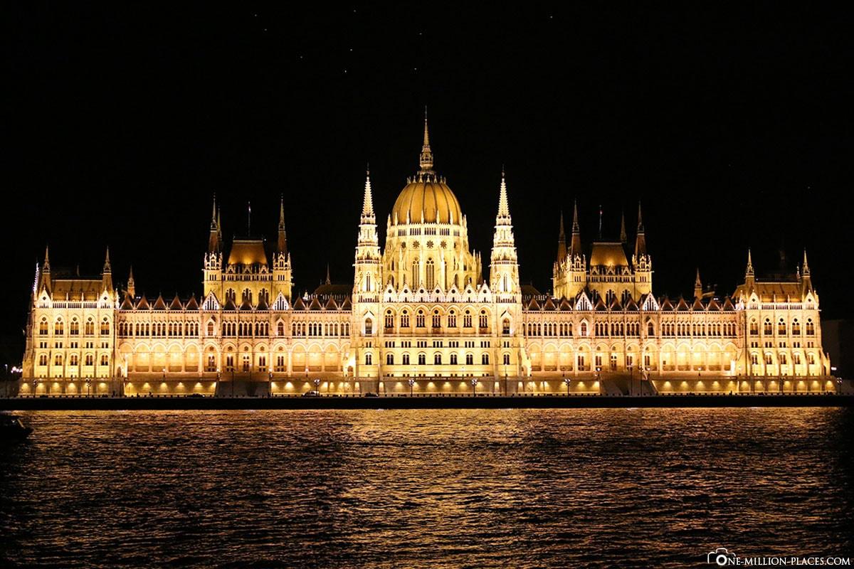 Beleuchtete Parlamentsgebäude, Budapest bei Nacht, Ungarn, Fotospot, Sehenswürdigkeiten, Auf eigene Faust, Reisebericht