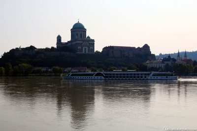 The view of the basilica from the other bank of the Danube