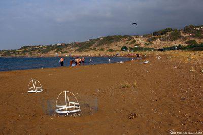 Spuren vom Gehege durch den Sand