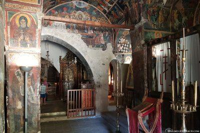Der Innenraum der Kirche Agios Ioannis Lampadistis