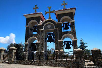 Der Glockenturm des Klosters Kykkos