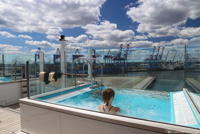 Infinity Pool on the AIDAperla Patiodeck