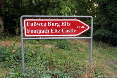 Wegweiser zur Burg