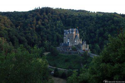 Die Lage der Burg im Tal der Elz