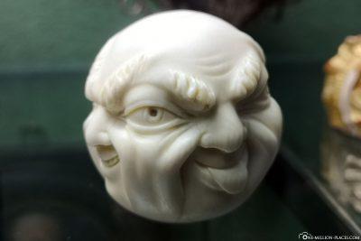 4 Faces Statue