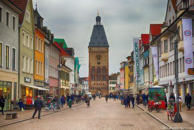 Die Maximilianstraße mit dem Altpörtel