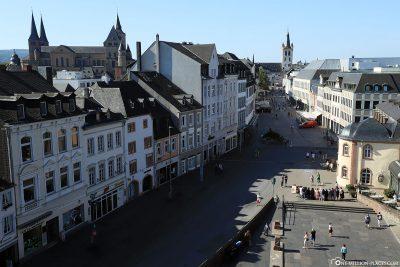 Blick von der Porta Nigra auf Trier