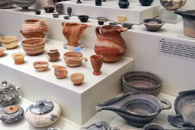 Minoan antiques and vessels