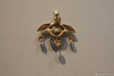 The Golden Bee Pendant of Malia