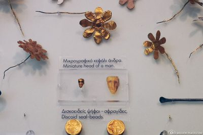 A man's miniature mask