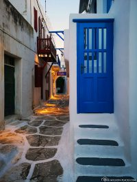 The blue-and-white alleys