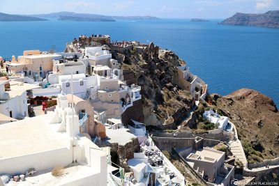 The best viewpoint on Oia for sunset