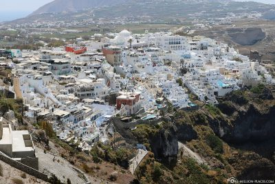 The location of the town of Fira on the cliffs