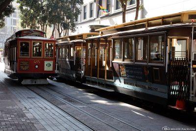 Mehrere Cable Cars an der Endhaltestelle