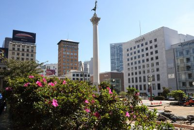 Union Square with the Dewey Monument