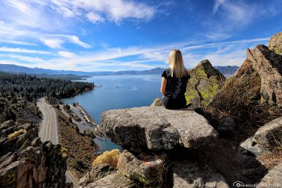 Ausblick vom Cave Rock über den See