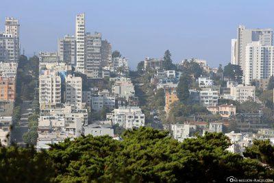 Blick auf die Lombard Street vom Coit Tower