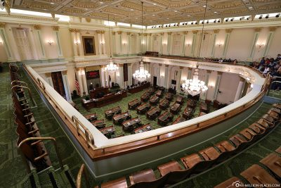 Der Sitzungssaal des Assembly