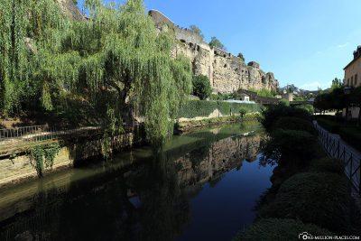Blick auf den Fluss Alzette und die Kasematten