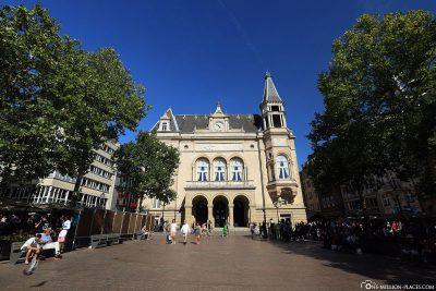 Das Stadt-Palais auf dem Place d'Armes
