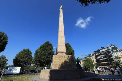 Das Monument Goldene Frau (Gëlle Fra)
