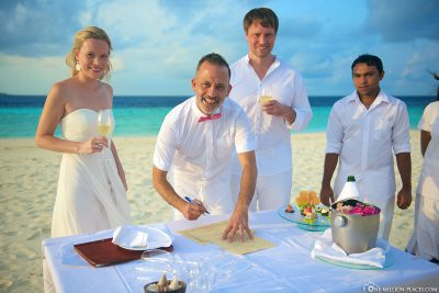 Getting married on the beach of the Maldives