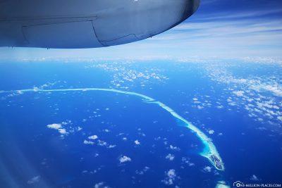 Flug über die Atolle der Malediven