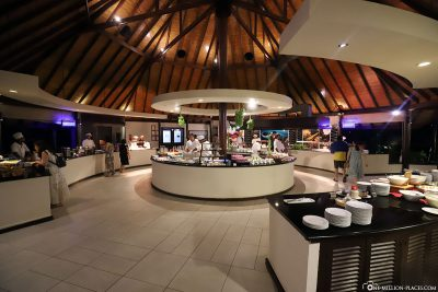 Main restaurant at ROBINSON Club Maldives