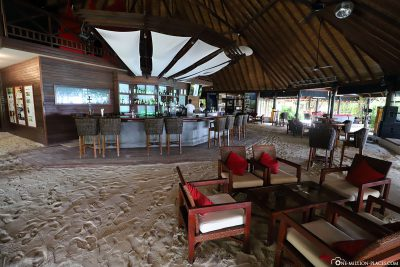 Main bar at ROBINSON Club Maldives