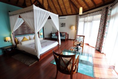 The large Overwater Bungalow (BUM2)