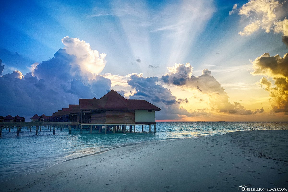 Sunset with Rays, Water Bungalow, Overwater Bungalow, BUM2, ROBINSON Club Maldives, Maldives, Gaaf Alif Atoll, Travelreport