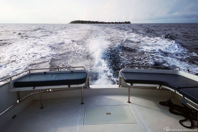 Boat ride to the outer reef