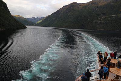 Drive through the Geirangerfjord with AIDAsol