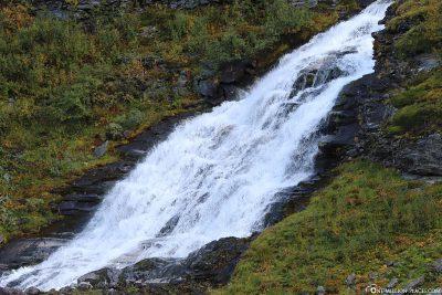 Einer der vielen Wasserfälle in Geiranger