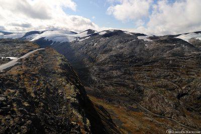 Blick auf die Berge und die Gletscher