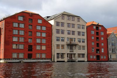 Many colourful houses on the river Nidelva