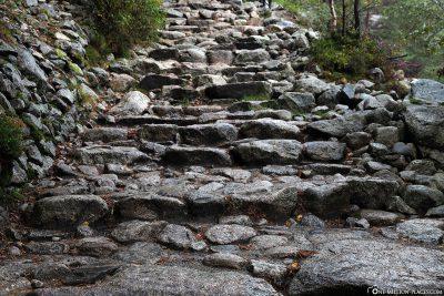 Die Stufen aus Stein