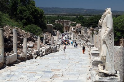 The Kuretenstraße to the library of Celsus