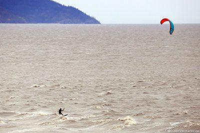 Kitesurfer in der Bucht