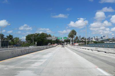 Fahrt über den MacArthur Causeway