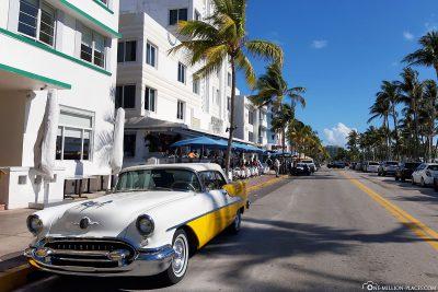 Vintage cars at Ocean Drive