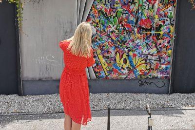 Was steckt wohl hinter dem Vorhang?