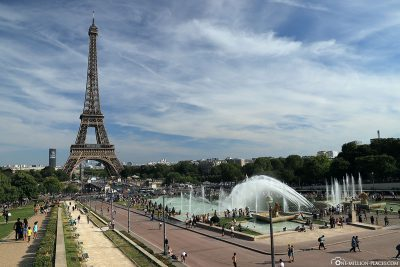 Blick auf den Warschauer Brunnen und Eiffelturm
