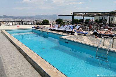 Die Dachterrasse mit Pool