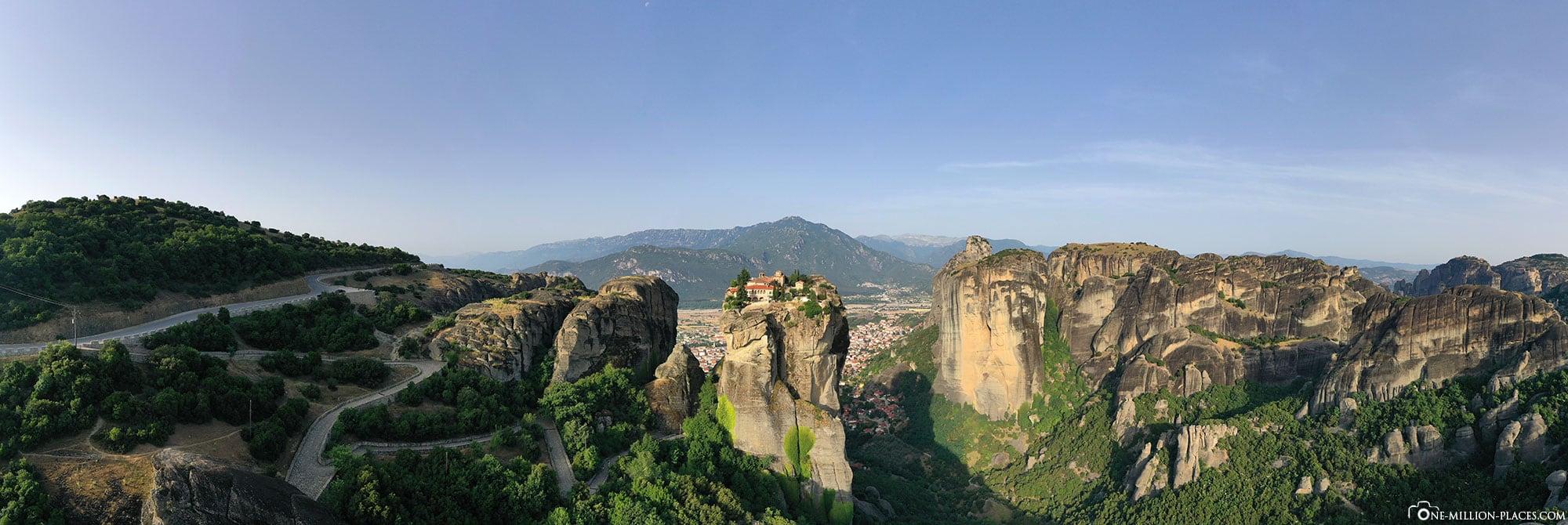Panoramabild, Kloster Holy Trinity, Meteora, James Bond, Kloster auf Felsen, Griechenland, Reisebericht