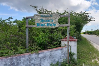 Signpost to Dean's Blue Hole