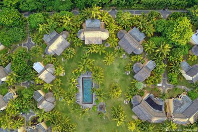 The pool and junior suites at Dinarobin Beachcomber