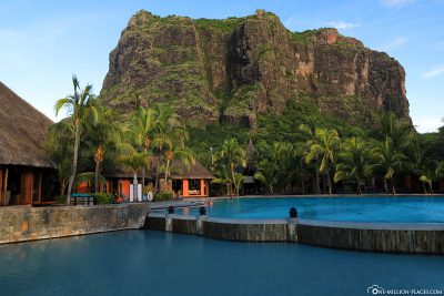 Hotel Dinarobin Beachcomber with Le Morne Brabant