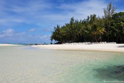 The beach of the island of Ile aux Cerfs