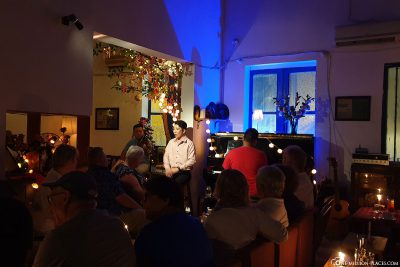 Sänger im Hidden Café